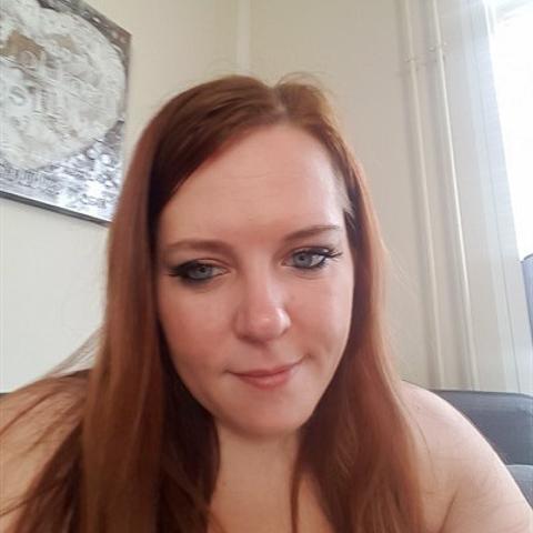 Jeg er en frisk pige på 30 år søger noget men hva er usikkert for kan sku egentlig godt lide mit eget selskab og det skal der være ... Catja30 er en single kvinde fra Hovedstaden, Brønshøj. Find en date - se dating profil på VIPdaters.dk