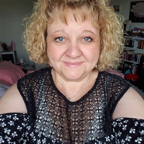 Glädjen är min drivkraft, är en glad singel i mina bästa år.  Är inte ute efter tillfälliga förbindelser. ... Mie68 is a single woman from Örebro, Karlskoga. Find love - view dating profile at VIPdaters.com